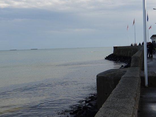 Arromanches-les-Bains, France : marée haute