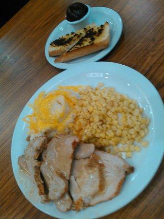 Joplin, MO: Wow! The large nachos and the turkey dinner