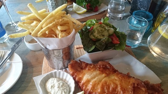 Teignmouth, UK: Fish and chips - I changed the mushy pies for a salad