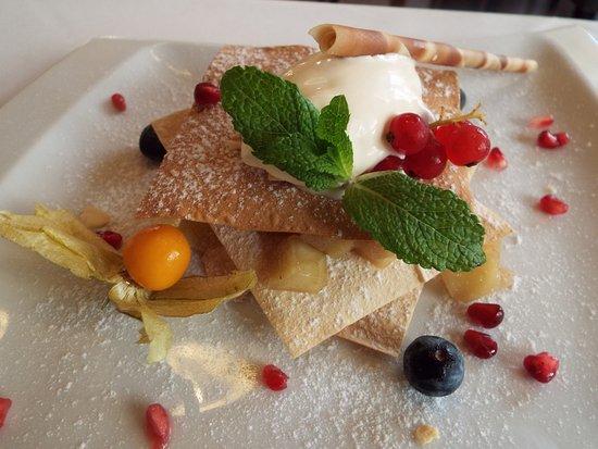 Roland Restaurant : Milhojas de manzana