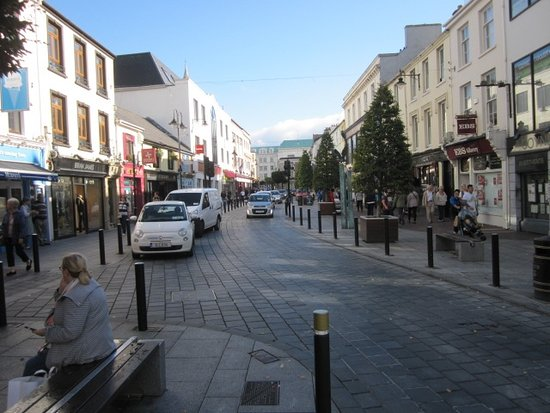 Brook Lodge Hotel: Along High Street in Killarney