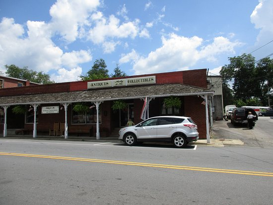 Hayesville, Kuzey Carolina: Molly and Me Antiques