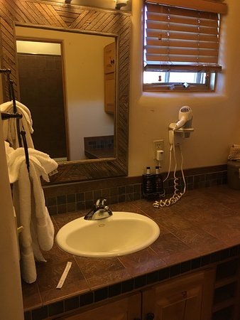 Ojo Caliente, NM: Cliffside Suite...meh. No view. Insulting to tell you which towels you can use for what.