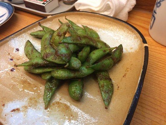 Hida, Japón: 枝豆をニンニクとバターでソテーしてあります。美味しい。