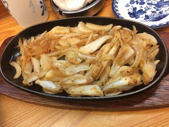 Hida, Japón: 鳥軟骨の鉄板焼き。歯応えがたまりません。