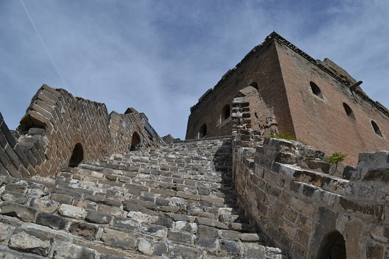 Luanping County, จีน: Steep walk Great Wall in Jinshanling section