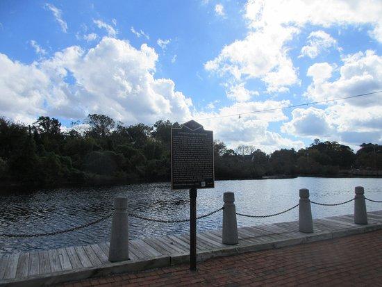 Milton Memorial Park: Broadkill River with Governor's Walk