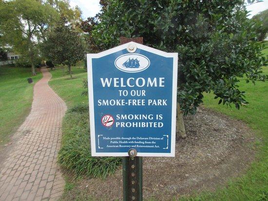 Milton Memorial Park: Small park with John Milton statue