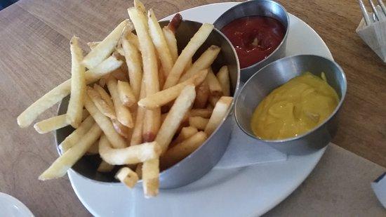 Medicine Hat, Canadá: Whatever I order... always a side of fries