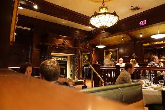 Abe & Louie's: Main restautant