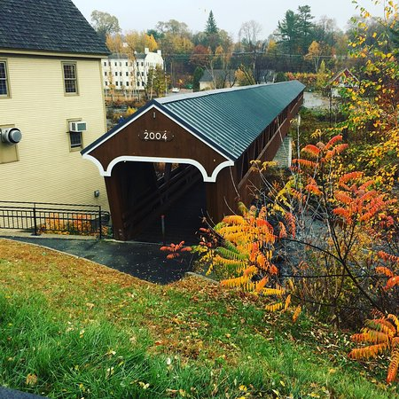 Littleton, NH: Beautiful walk in a misty fall day