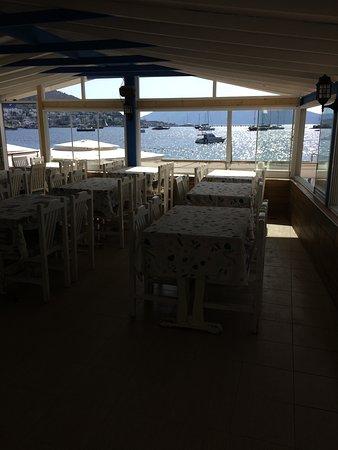 Blanca Restaurant: Der er også indendørs restaurant med samme smukke udsigt