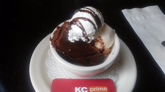 Lawrenceville, Nueva Jersey: Brownie with ice cream and whipped cream
