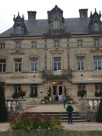 Château des Monthairons : перед входом