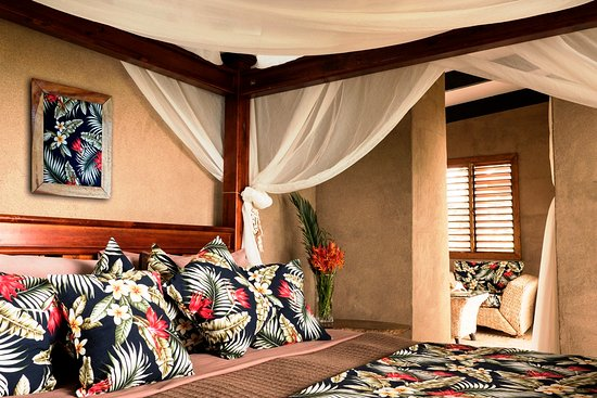 Paradise Taveuni: King bed in all bures