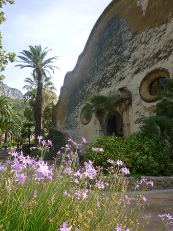 Bunyola, Spania: entrance to the gardens