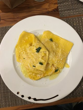 Abbadia Lariana, Italia: Ravioloni di zucca fatti in casa.... meraviglia unica!!!