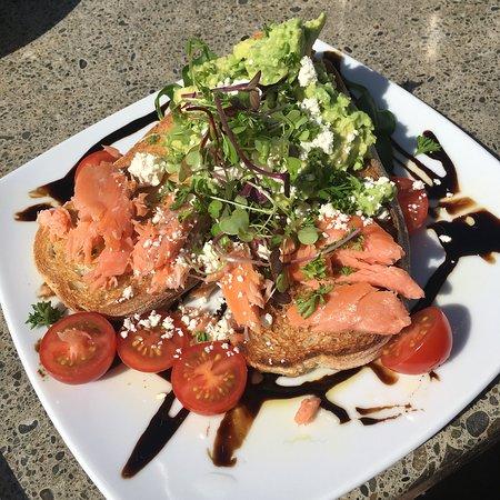 Ashburton, Nieuw-Zeeland: Avocado and salmon smash