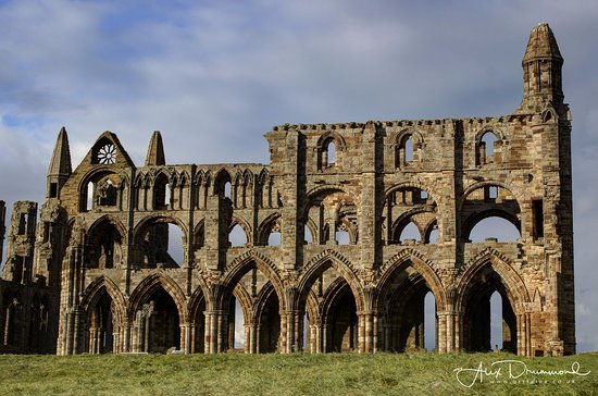 Whitby Abbey: Front view of the abbey