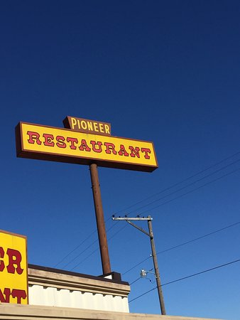 Versailles, MO: Pioneer Restaurant