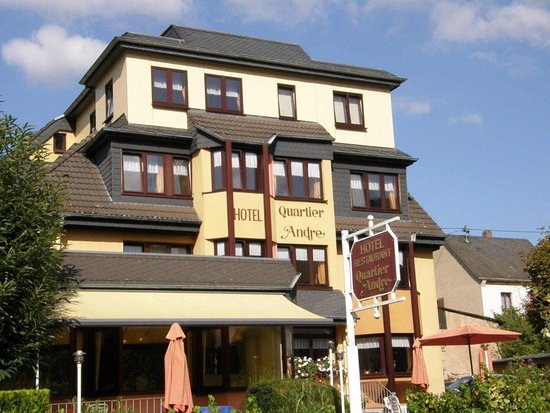 Nehren, Alemania: Lovely family-run hotel on the banks of the Mosel river