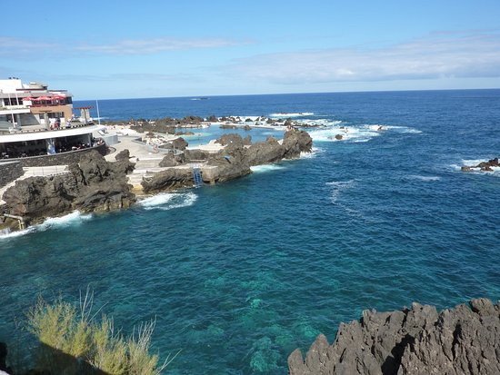Porto Moniz Natural Swimming Pools: View from the side