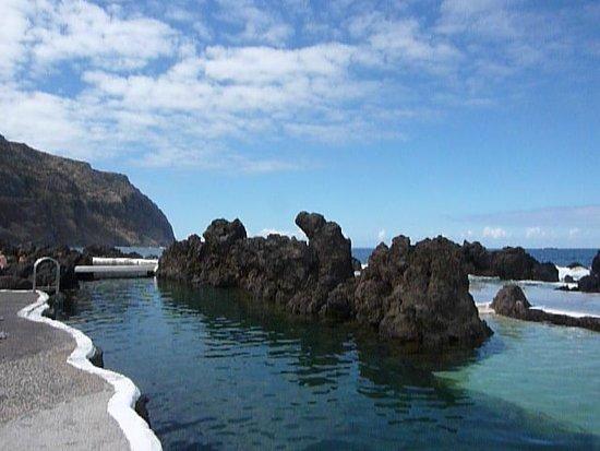 Porto Moniz Natural Swimming Pools: left side of pool