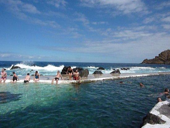 Porto Moniz Natural Swimming Pools: Waiting for waves to crash