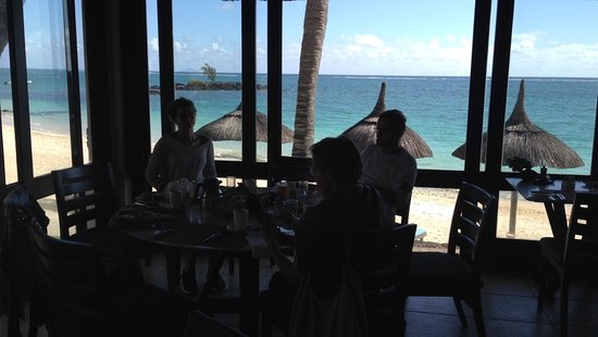 Constance Belle Mare Plage: breakfast at 8 am