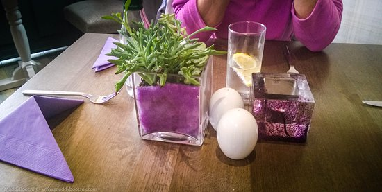 Glenridding, UK: Attractive table setting in the Candleroom