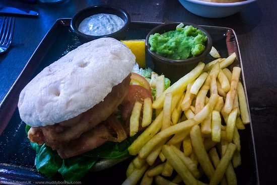 Glenridding, UK: Chippy Style Fish Butty with Fries and Mushy Peas