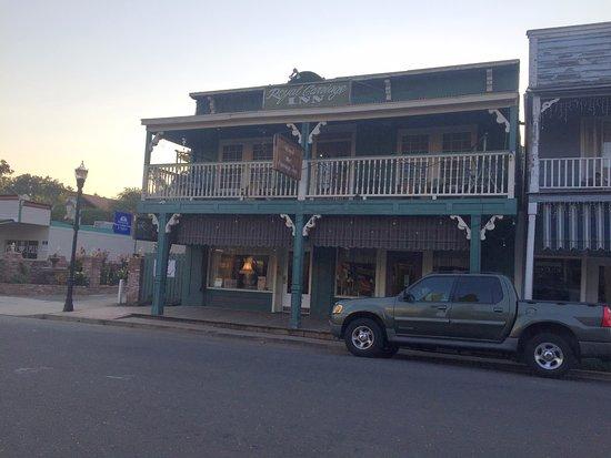 Jamestown, كاليفورنيا: Outside of hotel