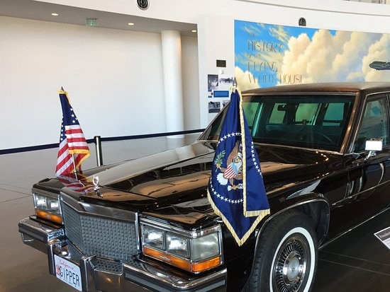 Simi Valley, CA: Presidential Limo