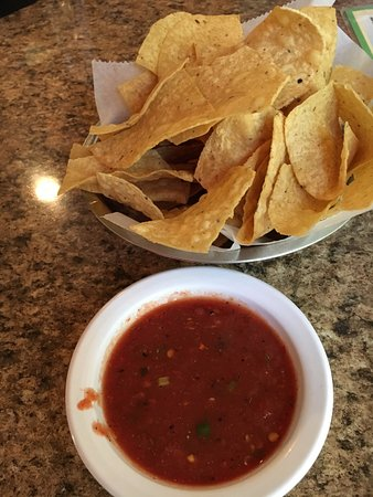 Manny's Uptown: Chips and salsa