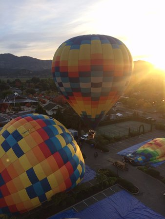 Yountville, CA: Balloons being Launched Aloft