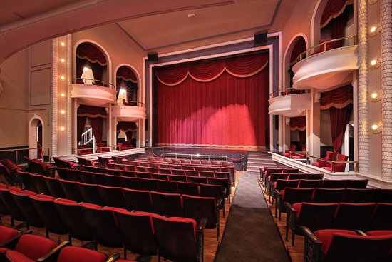 Clifton Forge, Wirginia: The renovated 545 seat auditorium. The boxes were restored back to original during the renovatio