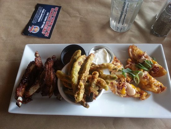 Hanover, Canadá: Three star platter. You can see how overdone the riblets are.