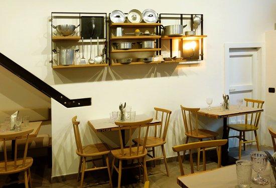 Gli sgabelli in ferro e legno picture of tinchite taverna