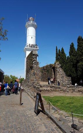 Faro de Colonia del Sacramento: Desde afuera