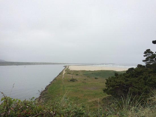 Yaquina Bay Lighthouse: View of the bay from the parking area