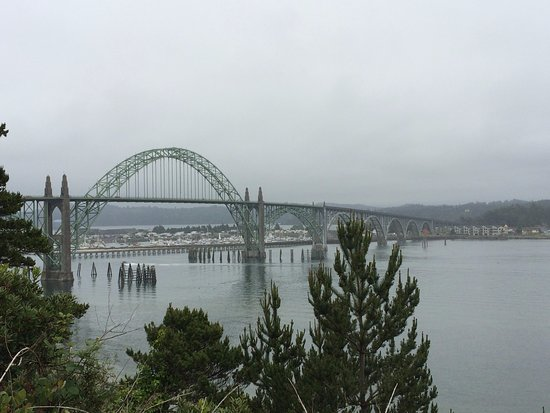 Yaquina Bay Lighthouse: View of Yaquina Bay Bridge from parking area