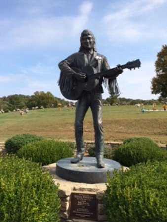 Sandy Hook, Кентукки: Final resting place of country music legend Keith Whitley is 3 miles away.