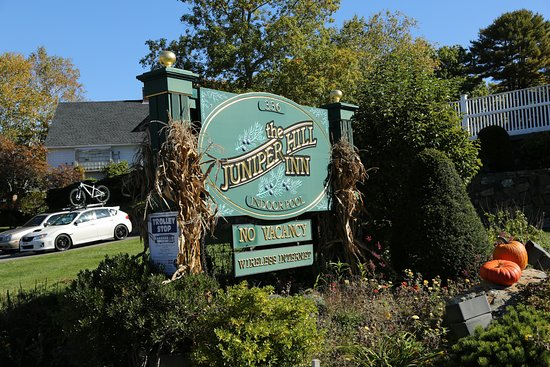 Juniper Hill Inn: Motel Sign