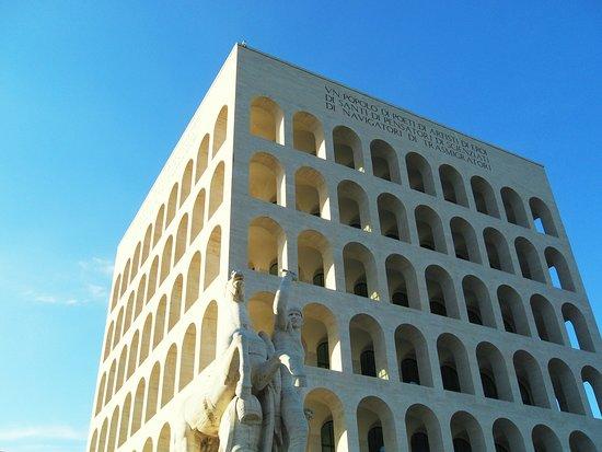Fendi picture of palazzo della civilta italiana rome for Palazzo della civilta italiana fendi