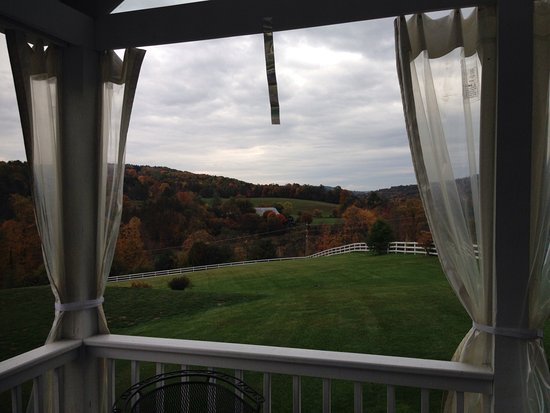 Apple Hill Inn: View from verandah
