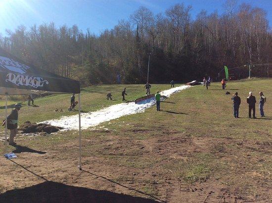 Giants Ridge Recreation Area: Snowboard demonstration