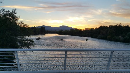 Sundial Bridge: sunset over Sacramento River