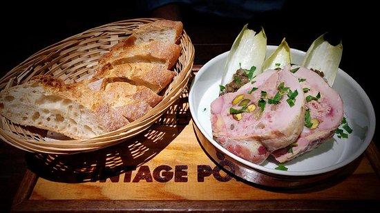 Le Bistrot du Sommelier : Spatchcock terrine with foie gras, pistachio and raisins