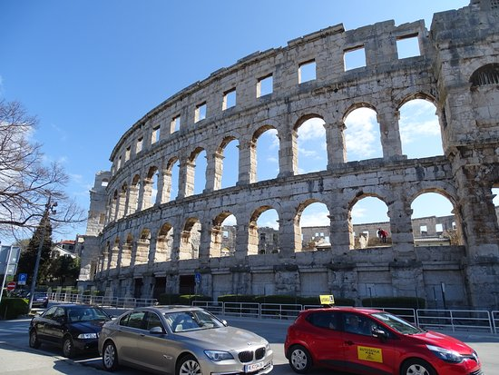 Pula Arena: Outside