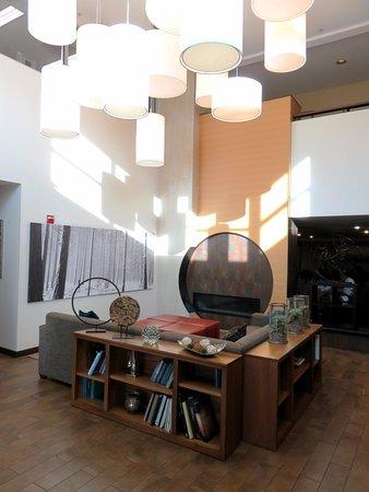 Lobby at Hampton Inn & Suites Denver Tech Center (09/Oct/16).